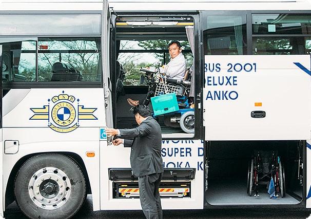リフト付き貸切バスの運行