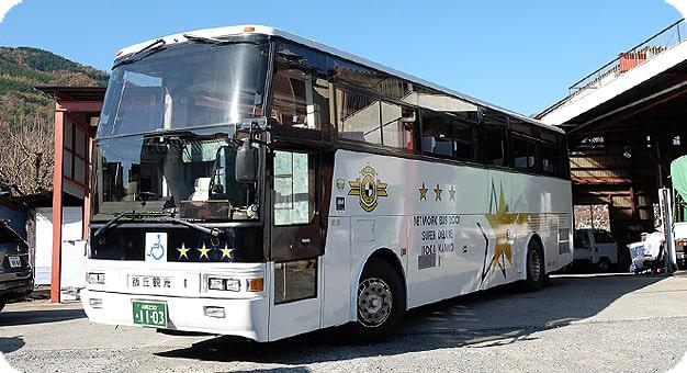 ガーラリフト付き観光バス45人乗り外観