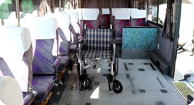 ガーラリフト付き観光バス45人乗り車椅子設置例