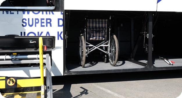 ガーラリフト付き観光バス54人乗りトランクの様子