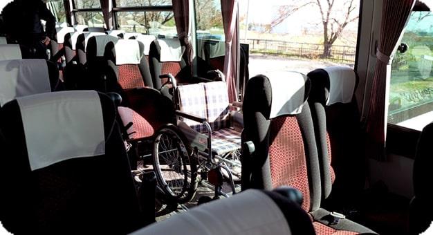 ガーラリフト付き観光バス54人乗り車椅子を乗せた状態