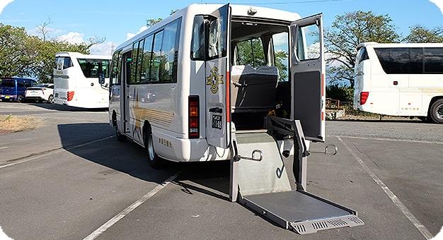 シビリアンリフトバス背面リフト
